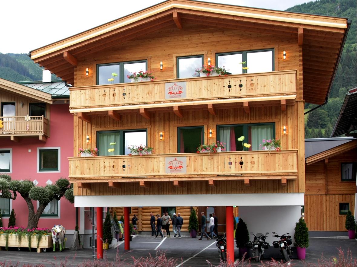 Chalet-appartement Flying Lodge combi 2x 12 personen - 20-24 personen